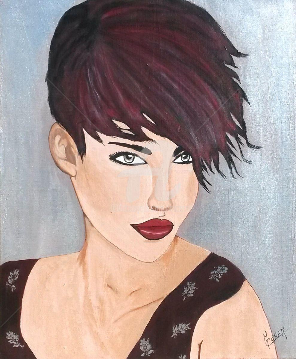 Portrait de femme aux cheveux courts