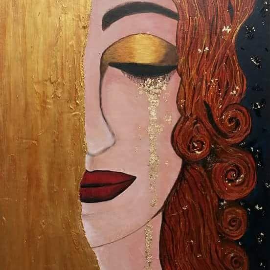 Portrait de femme qui pleure couleur or
